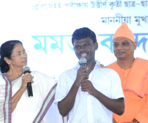 WB CM Mamata Banerjee felicitates Secondary and Higher Secondary toppers