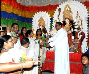 WB CM Mamata inaugurates Durga Puja Pandal