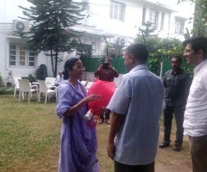 Mamata meets Delhi CM Kejriwal