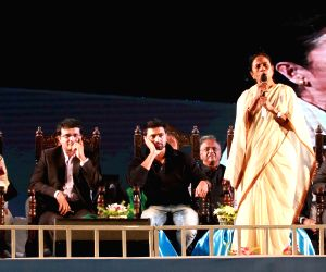 Mamata Banerjee lays foundation stone of 'Sourav Ganguly Cricket Academy'