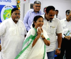 WB CM meets representatives of private educational institutions