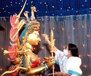 Mamata Banerjee visits Durga Puja pandal at Chetla Agrani Club