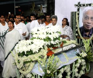Mamata Banerjee pays tribute to Amal Dutta