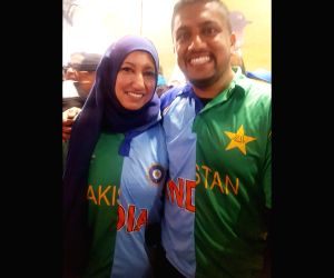Canadian couple wearing Ind-Pak jersey win hearts