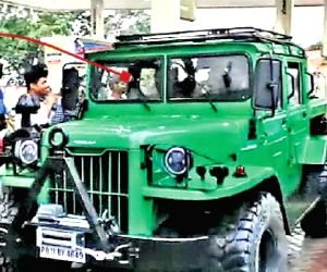 Free Photo: Dhoni adds Jonga to collection, car used by Indian Army