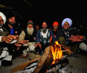 With bonfire and camaraderie, Singhu welcomes 2021