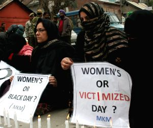 Women activists stage silent protest in Srinagar