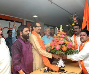Shetkari Kamgar Paksha workers join Shiv Sena