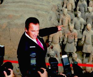 Arnold Schwarzenegger visits terracotta warriors