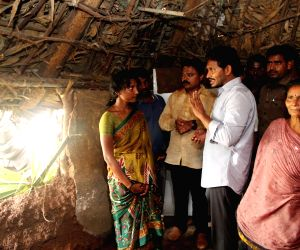 Jaganmohan Reddy visits flood affected areas of Nellore