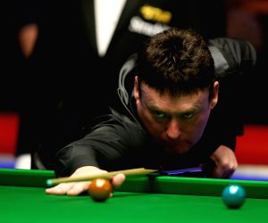 York (England): Snooker UK Championship 2014 - Ding Junhui v/s Jimmy White