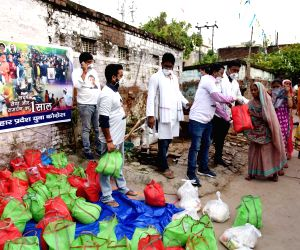 Patna: Youth Congress activists distribute relief packets among flood victims