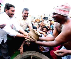 Kurnool (Andhra Pradesh): Y S Jaganmohan Reddy during Praja Sankalpa Yatra