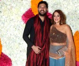 Irfan Pathan takes a cheeky dig at Yuvraj's V-Day post