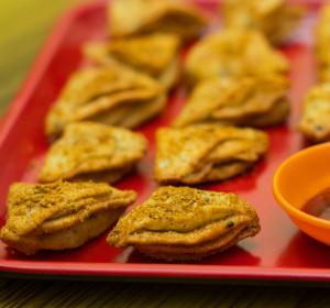 Tikona Nimki ( Spicy Layered Crackers )