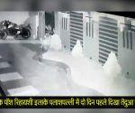 भुवनेश्वर: पॉश रिहायशी इलाके में घुसे तेंदुए को 24 घंटे की मशक्कत के बाद पकड़ा गया