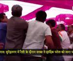 गुजरात: सुरेंद्रनगर में रैली के दौरान शख्स ने हार्दिक पटेल को मारा थप्पड़
