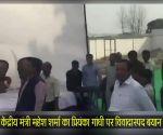 केंद्रीय मंत्री महेश शर्मा का प्रियंका गांधी पर विवादास्पद बयान