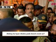 Akshay Kumar mobbed at an event