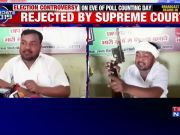 Independent candidate Ram Chandra Yadav brandishes gun at a press conference