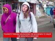 Mussoorie: Tourists enjoy beautiful weather on weekend