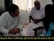 राहुल गांधी ने केरल में सिविल सर्विस की परीक्षा पास करने वाली आदिवासी लड़की से की मुलाकात
