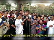शहीदों को श्रद्धांजलि: कोलकाता में कैंडल मार्च में शामिल हुईं ममता बनर्जी