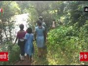 ओडीशा: जान जोखिम में डाल लोग रोज करते हैं नदी पार