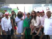 Poonam Dhillon, Udit Narayan join cleanliness drive