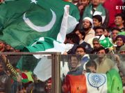 Ranveer Singh clicks selfies ahead of the India-Pakistan World Cup match