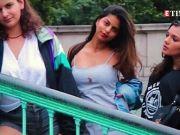 Shah Rukh Khan's darling daughter Suhana Khan looks striking in new viral mirror selfie