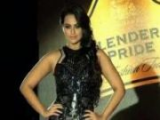 Sonakshi goes all feathery and silvery on ramp!
