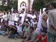 Telangana issue: students clash with security personnel