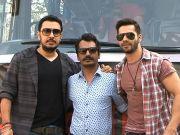 Varun Dhawan holds roadshow for 'Badlapur'