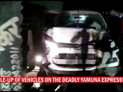 A deadly accident, rescue and clearing up ops on the Yamuna Expressway