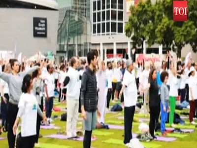 Amsterdam celebrates 4th International Day of Yoga