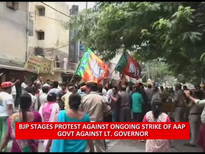 BJP stages protest against ongoing strike of AAP govt against L-G
