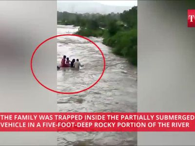 Dramatic Rescue! Car falls into river, villagers save family of four