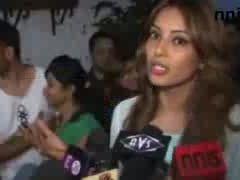 Harmans lady love bipasha graces dhishkiyaon screening