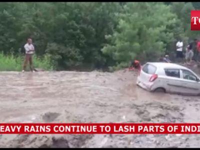 Heavy rains lash parts of India, many states face flood-like situation