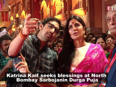 Katrina Kaif looks gorgeous as she seeks blessing of Maa Durga