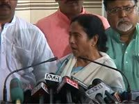 Mamata backs hazare, terms upa as    minority govt