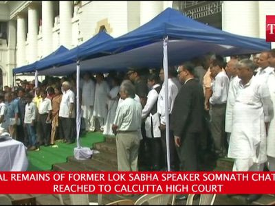 Mortal remains of former Lok Sabha speaker Somnath Chatterjee reaches at Calcutta HC, people offer tributes