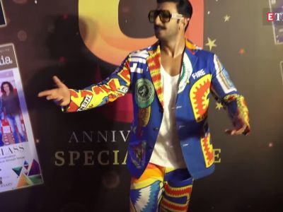 Ranveer Singh's whacky clothes and behaviour steal everyone's attention