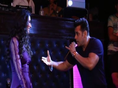 Salman sings live for his fans