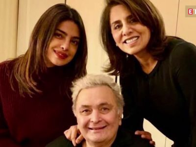 Shah Rukh Khan pays a visit to Rishi Kapoor in NYC with Gauri, Suhana