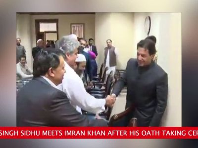 Sidhu meets Imran Khan and Pak Army chief, says they want peace with India