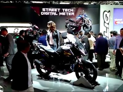 Watch: Bollywood stars Shah Rukh, Sonakshi Sinha launch new models at Auto Expo 2018