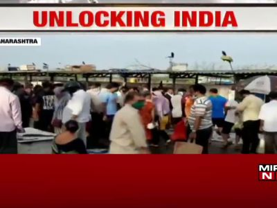 Watch: Massive crowd at Vasai fish market, public flout social distancing rules