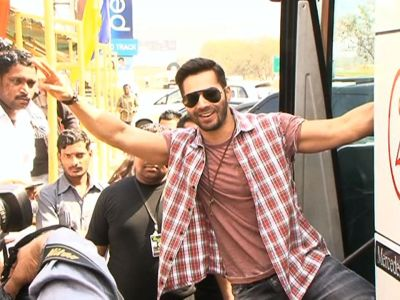 Watch: Varun Dhawan's surprise for audience